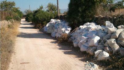 Emaya retira 3.000 toneladas de escombros de caminos en un año