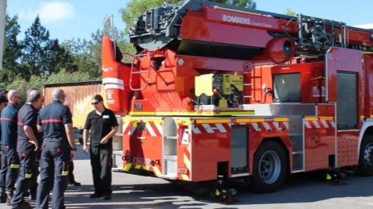 Un incendio en Ibiza obliga a desalojar a una decena de vecinos