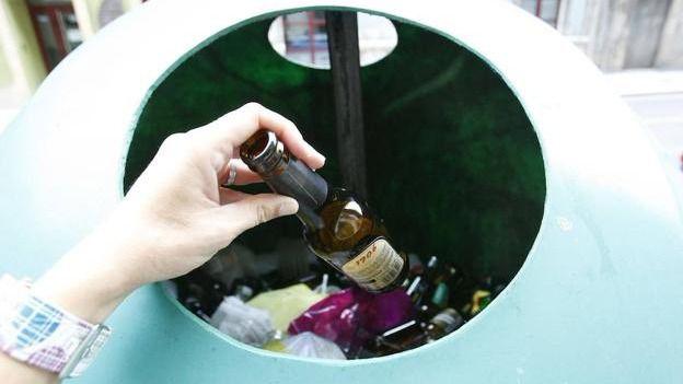 El reciclaje de vidrio sube un ocho por ciento en Balears en un año