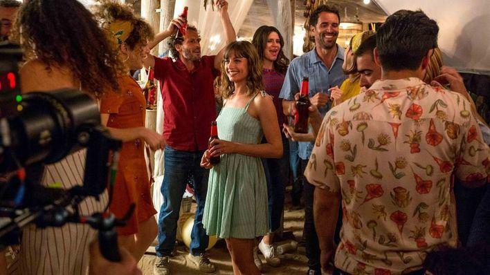 Estrella Damm vuelve a Formentera con Oriol Pla y Michelle Jenner