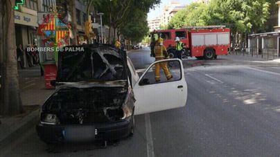 El incendio de un vehículo en calle Aragón provoca retenciones en la circulación