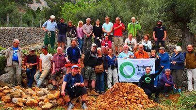 30 voluntarios participan en una jornada de trabajo en la Serra de Tramuntana