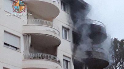 Desalojadas 36 personas y tres plantas afectadas por un grave incendio en Illetes