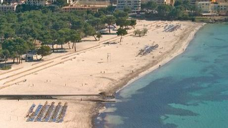 Calvià dedica 159.000 euros para redistribuir la arena de las playas y a nuevos contenedores