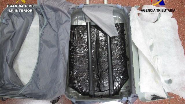 Un detenido por intentar entrar heroína a través del Aeropuerto de El Prat