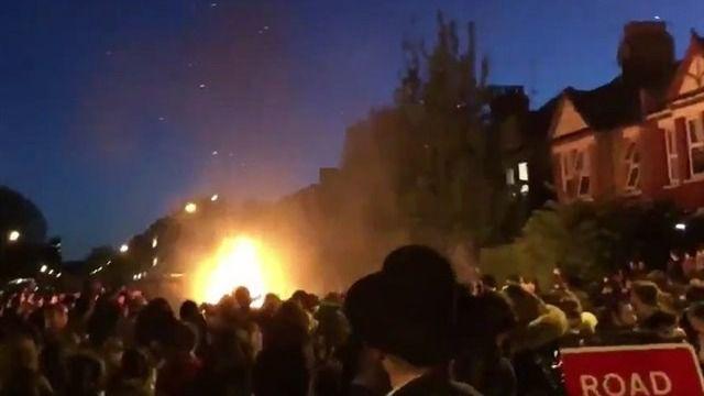 Diez heridos por una explosión durante una fiesta judía en Londres