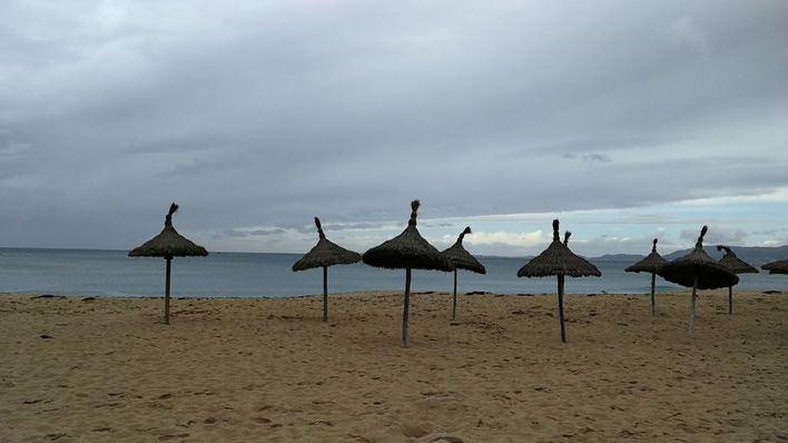 Cielos cubiertos con lluvias débiles en Mallorca