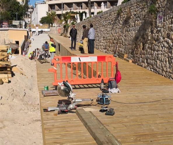 Cort instala una pasarela de madera en la playa de Cala Major para mejorar su accesibilidad