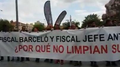 Unos 500 manifestantes suman fuerzas contra el cierre de MegaSport y la 'corrupción' judicial
