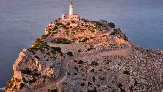 Fallece un ciclista de 72 años al desplomarse en la subida al Cabo de Formentor