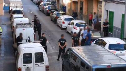 Cerco de la Policía Local a los talleres clandestinos de la barriada de La Soletat