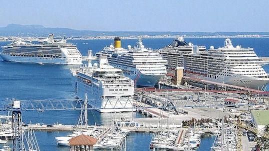 Ecologistas y vecinos piden limitar a dos los cruceros diarios y que se les cobre una ecotasa quintuplicada