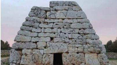 Arranca la restauración de la Naveta dels Tudons tras los actos vandálicos