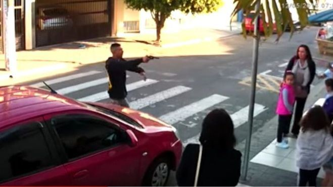 Una policía mata a un ladrón en plena calle ante varios testigos