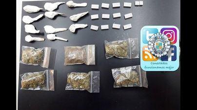 Hallan diversas drogas ocultas en una jardinera