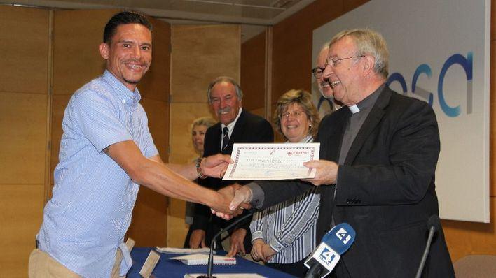 El obispo de Mallorca y Endesa entregan los diplomas a los alumnos de Cáritas