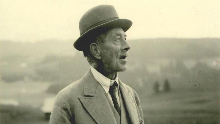 Es Baluard acoge 'El Paseo de Robert Walser', un recorrido escenográfico