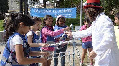 Voluntarios de La Caixa celebran una jornada lúdica con 60 niños en situación vulnerable