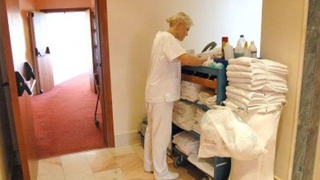 Las dolencias de las camareras de piso se incluirán en el cuadro de enfermedades profesionales