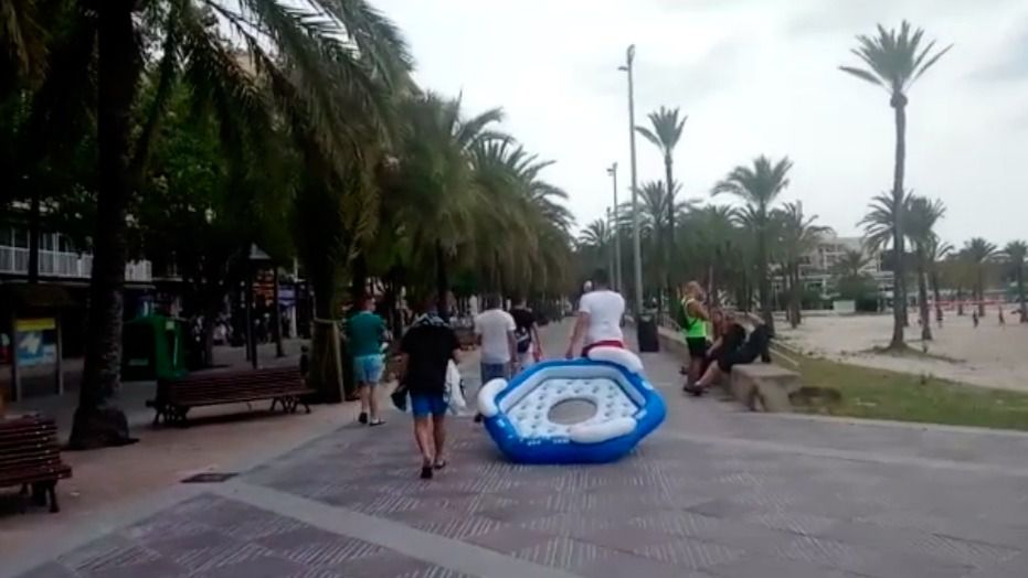 Gritos, cánticos y megáfonos: vuelven las noches sin dormir a s'Arenal