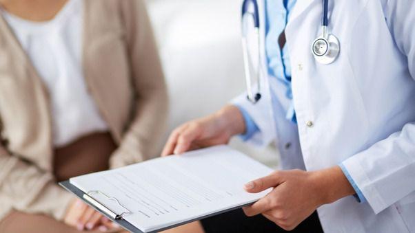 Salud convoca un concurso oposición para cubrir 350 plazas de médico de familia y pediatra