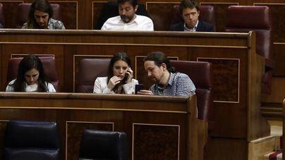 Iglesias y Montero salvan la consulta de Podemos sobre su chalé