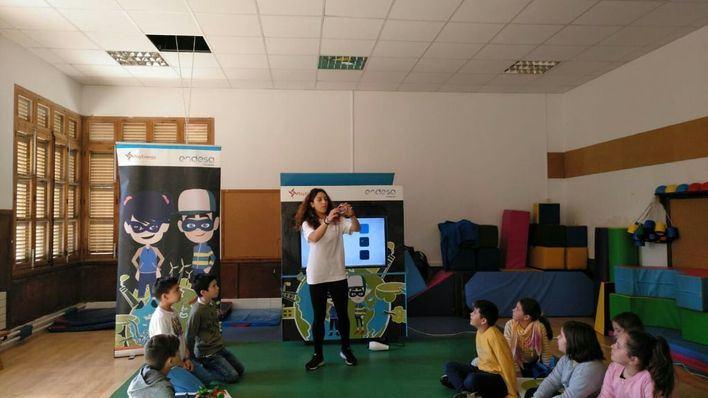 Participan en el taller 'Play Energy' de Endesa 1600 alumnos