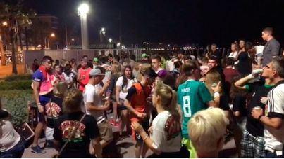 Conciertos ilegales con aglomeraciones y ruidos en pleno paseo de la Playa de Palma