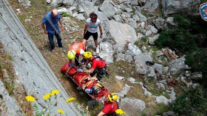 Rescatado un ciclista en Lluc tras caer por un desnivel de diez metros