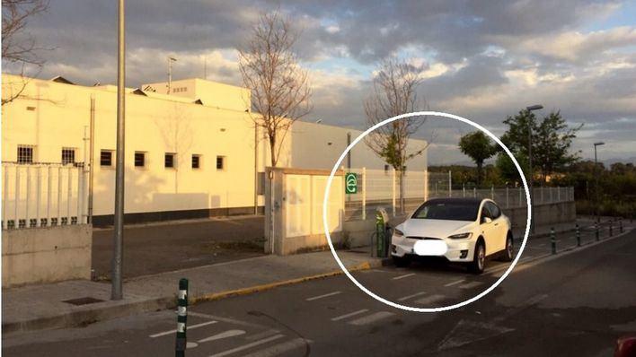 Sineu instala un punto de carga para coches eléctricos en un carril bici