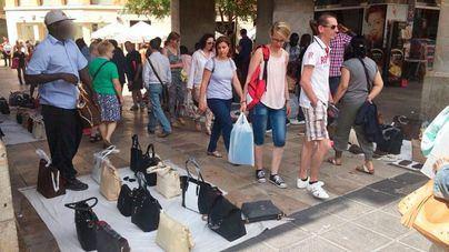 Los artesanos se manifestan contra la venta ambulante ilegal:
