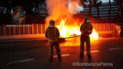 Oleada de contenedores quemados en la Playa de Palma la madrugada del domingo