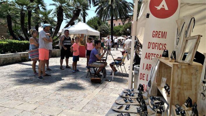 """Los artesanos denuncian """"incapacidad"""" y """"tolerancia"""" de Cort frente al top manta y la venta ilegal"""