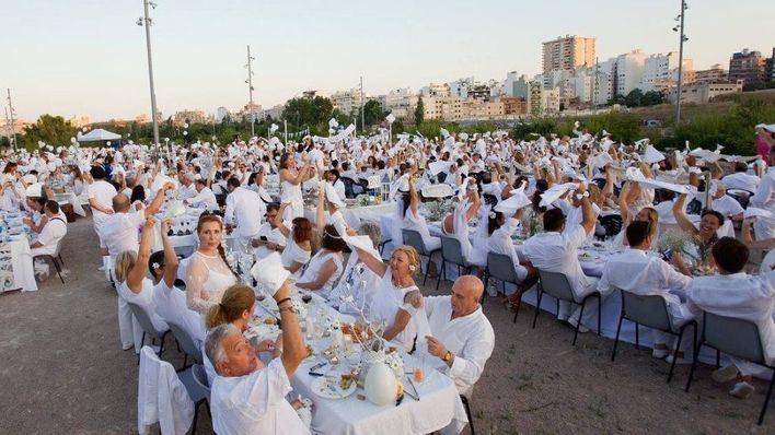 El Ayuntamiento de Palma deniega los permisos y da al traste con la multitudinaria Cena en Blanco
