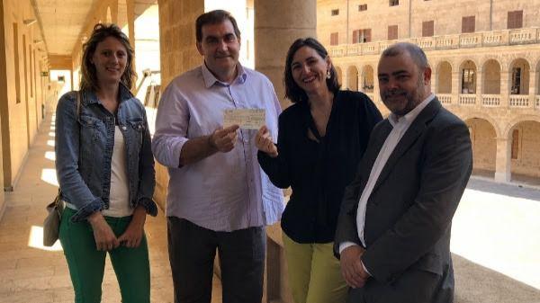 Petits Cellers entrega a la Fundación Vicente Ferrer 3.127 euros recaudados en la Nit del Vi
