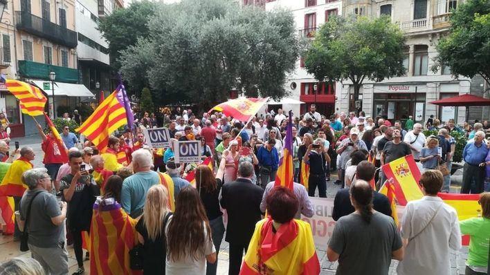 Más de un centenar de personas piden 'elecciones generales ya' por 'la libertad y la unidad de España'