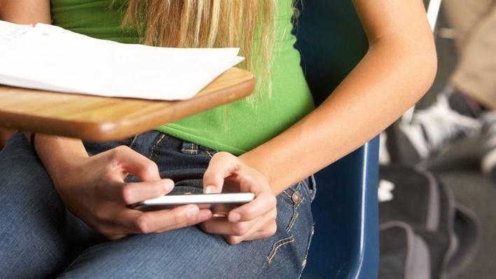 Piden que se prohíban los móviles en los centros educativos de Balears