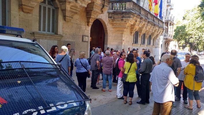 Podemos y Ben Amics apoyan a la policía de Palma que denunció acoso homófobo: