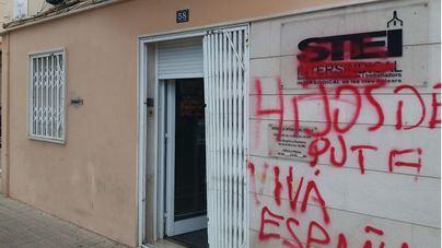 Pintadas contra la OCB, el STEI y la exposición