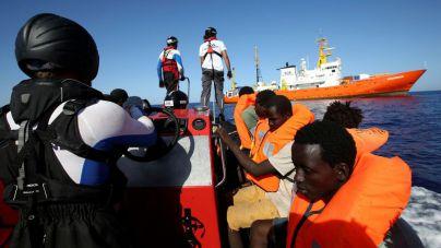 Los psicólogos se ofrecen al Govern para dar ayuda urgente a los migrantes del Aquarius