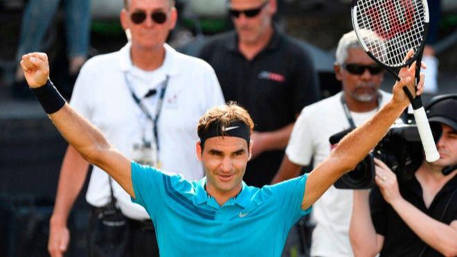 Federer recupera el número uno al meterse en la final en Stuttgart