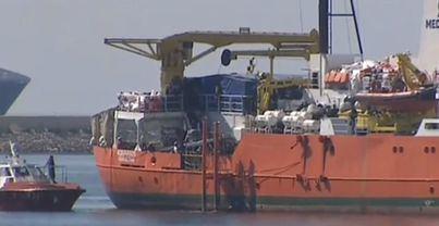 Atraca el Aquarius en el puerto de Valencia con 106 inmigrantes a bordo