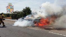 Arde completamente un coche en la carretera de Sineu
