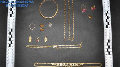 Detenidos dos jóvenes de 18 y 19 años por robar 15.000 euros en joyas de una casa de Manacor