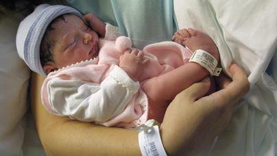 Los nacimientos en Balears bajan un 3,2 mientras que las defunciones crecen un 6,1 por ciento