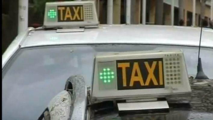 Detenidos cuatro turistas por una pelea en el interior de un taxi en Ibiza