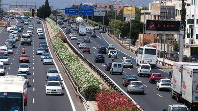 Colas de 10 kilómetros colapsan los accesos a Palma y la Vía de Cintura en hora punta