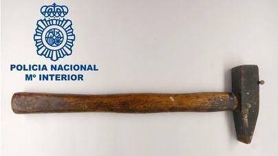 Un delincuente habitual entra en una casa y agrede a martillazos a una anciana de 82 años en Manacor