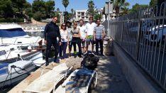 Buceadores recogen 80 kilos del fondo marino de Porto Petro