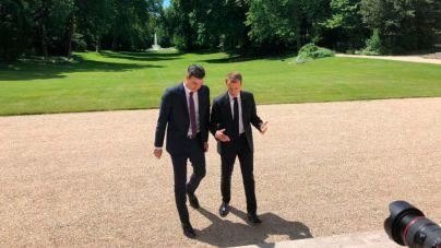 Sánchez y Macron proponen crear centros cerrados para atajar la crisis migratoria